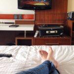 Cómo transmitir programas y películas en el televisor de tu dormitorio