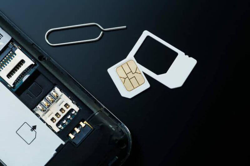Cómo reemplazar la tarjeta SIM y de memoria en un Samsung Galaxy S7/Edge